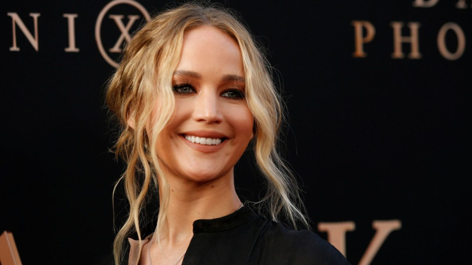 Jennifer Lawrence Star of Hunger Games - Tidy Up Gal!