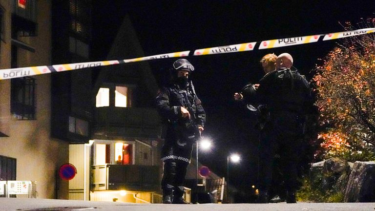 Kongsberg 20211013..The police are investigating in Kongsberg center after a serious incident..Photo: H..kon Mosvold Larsen / NTB